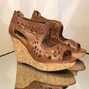 Crown Vintage tan wedges